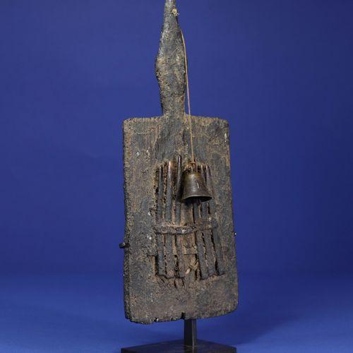 Instrument de musique composé d'une planchette sur laquelle sont fixées des lame…
