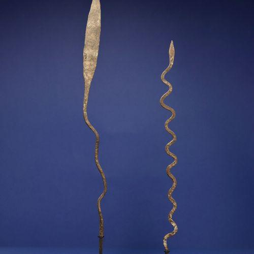 Un lot de deux fers votifs représentant des serpents. Lobi, Burkina Faso. H. 48 …