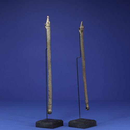 Lot de deux bronzes de protection en forme de serpent. Lobi Gan, Burkina Faso. H…