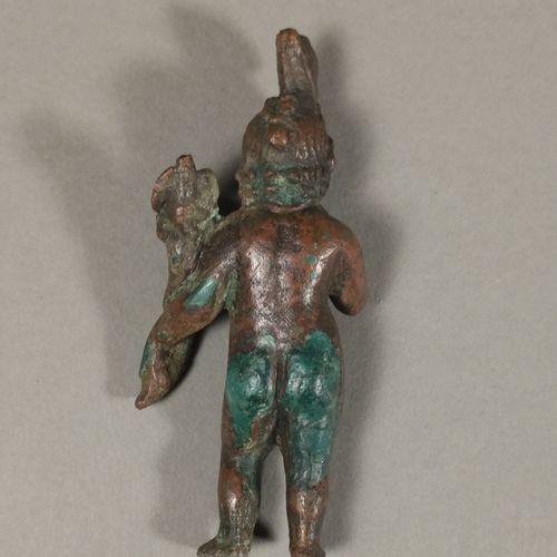 Harpocrate enfant, nu, tenant une cornucopia. Il est paré d un collier orné d un…
