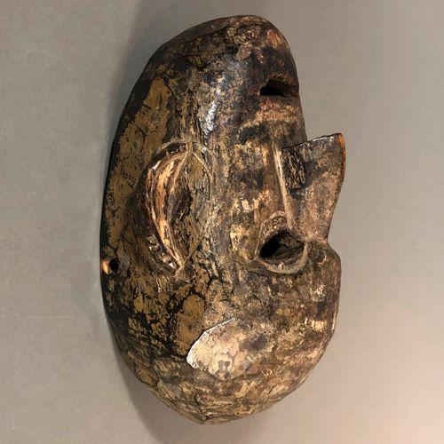 Masque Limbu, Népal  Bois dur à patine brun foncé noir, pigments  H. 23 cm    Vi…