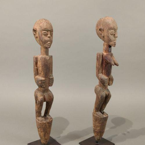Couple de statuettes bochio Fon, Bénin  Bois à patine naturelle, accidents  H. 4…