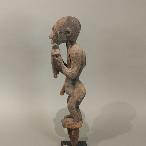 Statue bochio Fon, Bénin  Bois à patine sacrificielle en partie suintante  H. 29…