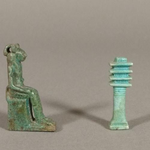 Lot comprenant une amulette représentant Sekhmet assise et une amulette représen…