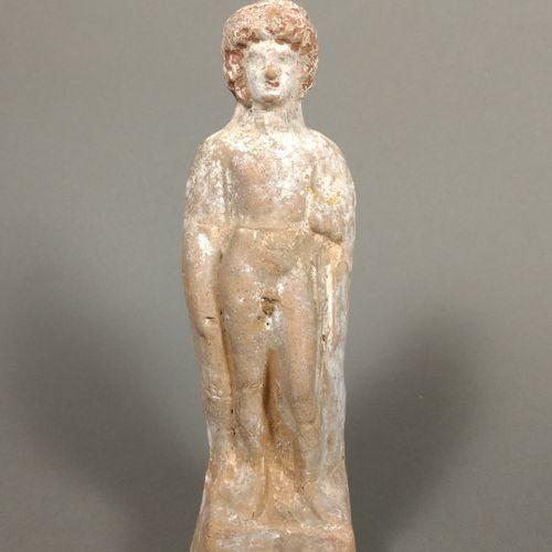 Statuette de jeune éphèbe portant d un drapé sur l épaule gauche. Il est debout …