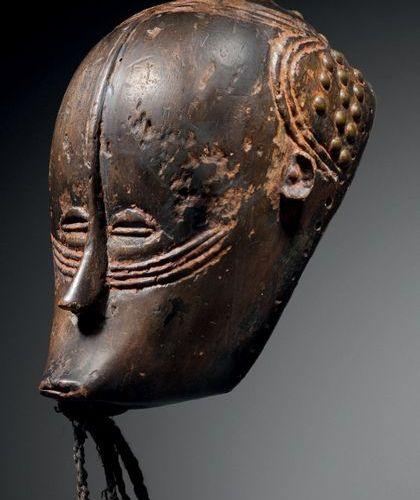 Masque Gouro, Côte d'Ivoire Époque présumée: fin du XIXe siècle Bois à patine br…