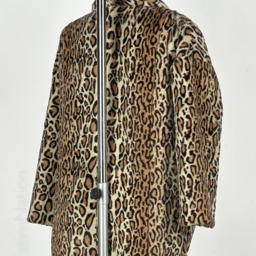 The KOOPLES Spotted faux fur coat, shawl collar, two pockets (T 40)