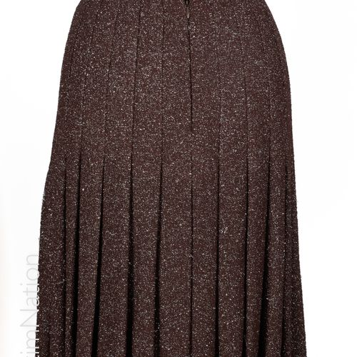 CHANEL (COLLECTION PRINTEMPS ÉTÉ 2008 « NUIT D' ETE») Pleated skirt in chocolate…