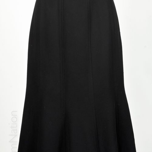 CHANEL boutique Bucket Midi skirt in black wool (approx T 40) (many threads pull…