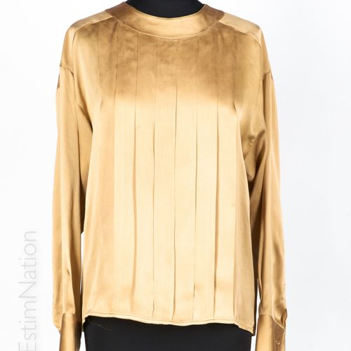 CHANEL boutique BLOUSE in champagne silk satin, pleated front bib, pearly button…