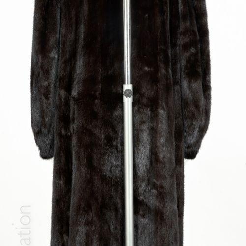 FOURRURES DE LA MADELEINE VINTAGE 9/10 th coat in dark mink, high collar, hook, …