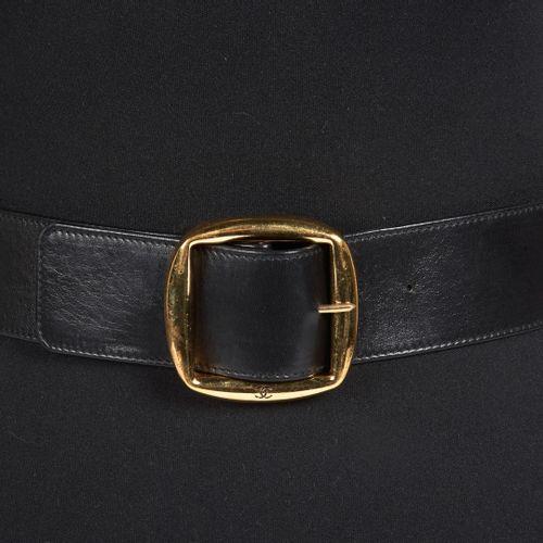 CHANEL Vintage LARGE BELT in black lambskin, golden metal buckle (length: 80 cm)…