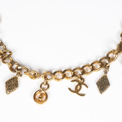 CHANEL Vintage BRACELET charms in gilded metal decorated with pieces (uneven cla…