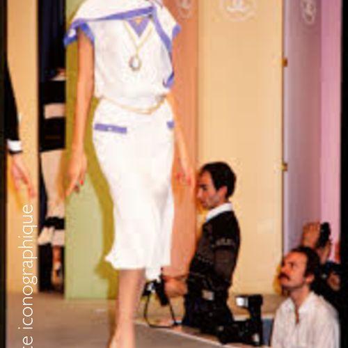 """CHANEL BOUTIQUE (COLLECTION PRINTEMPS ETE 1984) DRESS """"VAREUSE"""" in white cotton …"""