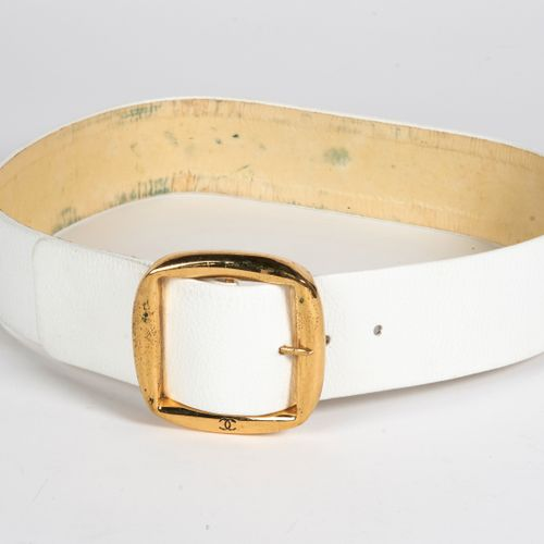 CHANEL Vintage LARGE BELT in white grained leather, golden metal buckle (length …
