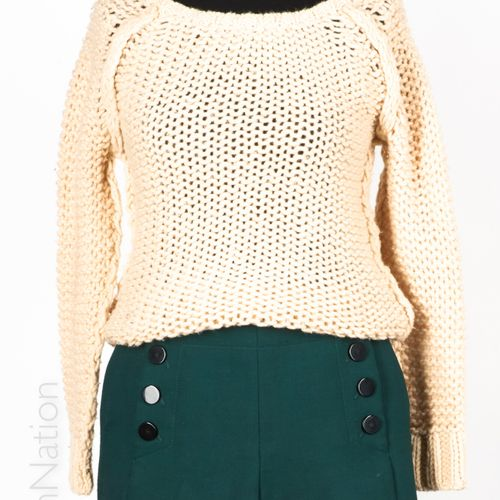 SANDRO, SOEUR SHORT with bridge in bottle green woollen fabric and flat buttons …