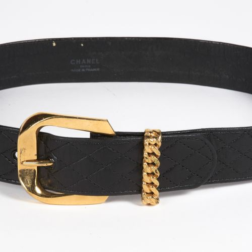 CHANEL circa 1980 Black quilted lambskin belt, golden metal buckle, braided tong…