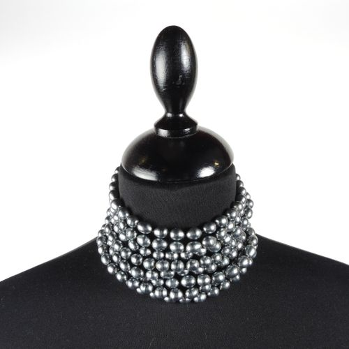 CHANEL circa 1980/85 DOG CHOKER COLLIER in grey Tahitian style bourgeois pearls,…