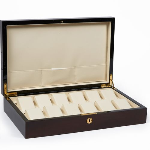 ANONYME Varnished wooden BOX containing watch holders, leather interior, one key…