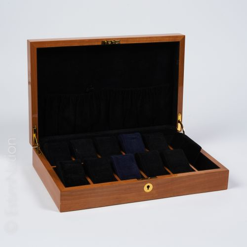 ANONYME BOX for storing ten watches in cedar and varnished burr walnut, velvet i…