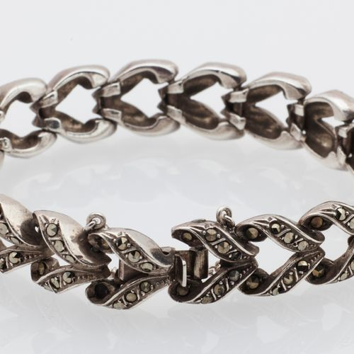 BRACELET ARGENT Art Deco style silver bracelet with marcasites. Ratchet clasp an…