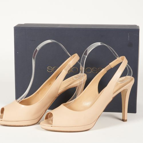 Sergio ROSSI Pair of beige patent leather open toe pumps (P 38,5) (small patina …