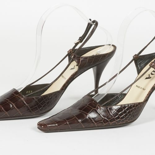 PRADA vintage PAIR OF SANDALS in chocolate alligator with open toes (P 39) (litt…