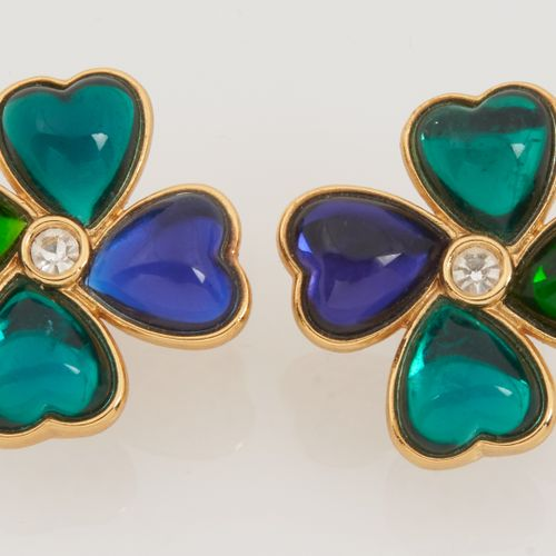 YVES SAINT LAURENT Vintage PAIR OF EAR CLIPS featuring stylized clovers in gilde…