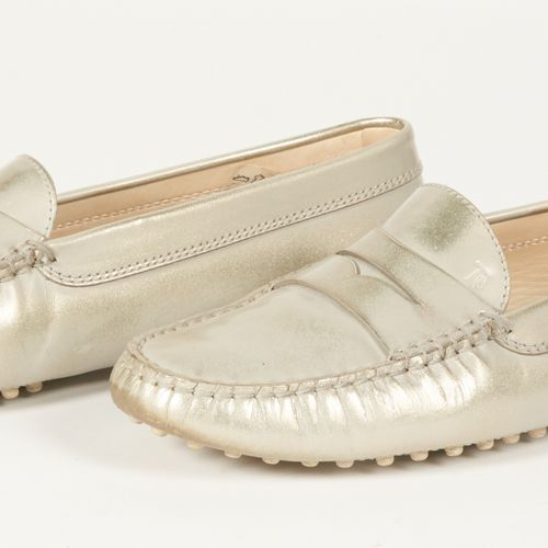 Tod's Pair of pearl grey calfskin moccasins (P 38) (small patina of use)