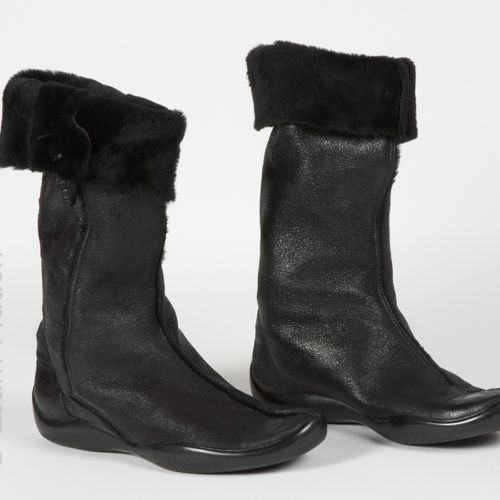 PRADA LIGNE SPORT Pair of winter boots in aged lambskin (approx. P 39) (patina o…