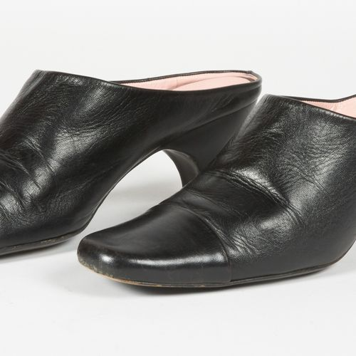 CHANEL Vintage Pair of black leather MULES (P 40,5) (patina of use)