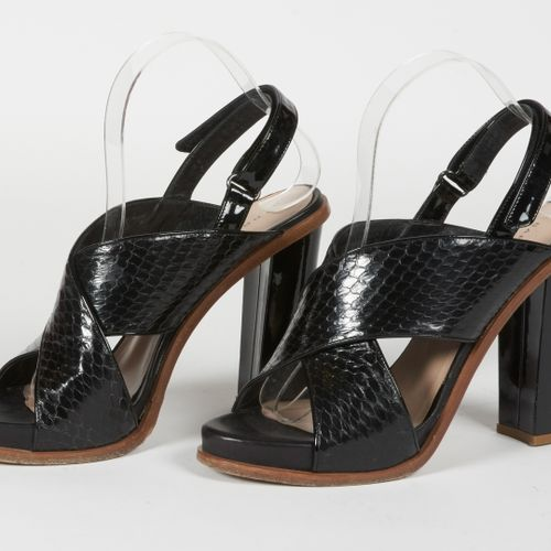Barbara BUI PAIR OF SANDALS in python and black patent leather (P 39) (small pat…