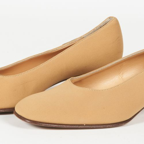 CELINE Pair of camel crepe ballet flats (P 37) (mini creases)