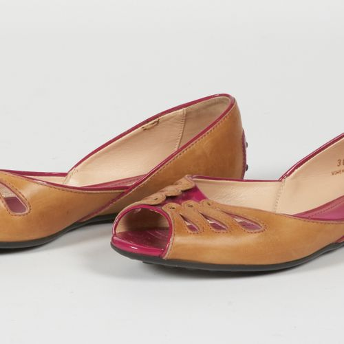 Tod's Pair of gold leather and pink patent open toed ballet flats (P 36 1/2) (sm…
