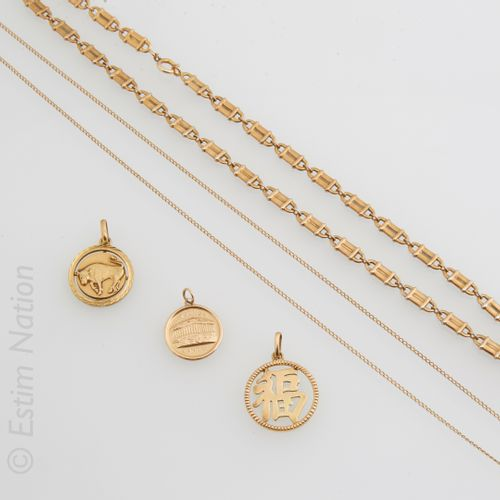 MÉDAILLES OR Set comprising: two medals in 18K (750°/00) yellow gold, one depict…