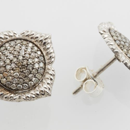 BOUCLES D'OREILLES Pair of silver earrings (925 thousandths) with chased and gui…