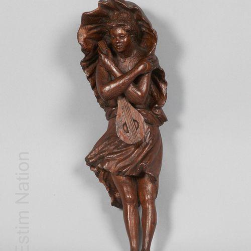 ARTS DECORATIFS XIXES SIECLE Nymphe à la mandoline    Sujet en chêne sculpté fig…