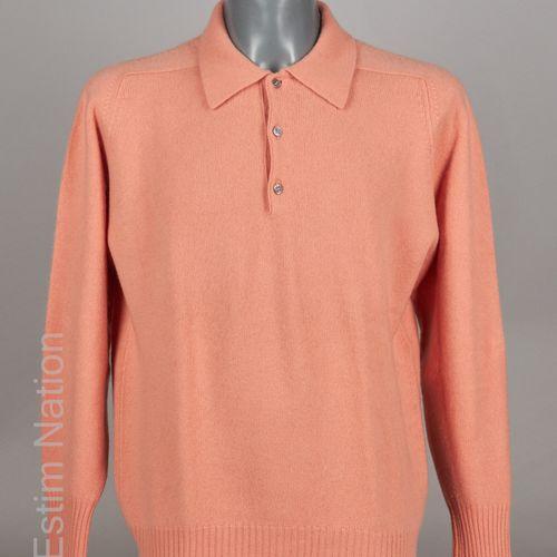 HERMÈS Paris made in Scotland PULL OVER à col boutonné nacré en tricot cachemire…