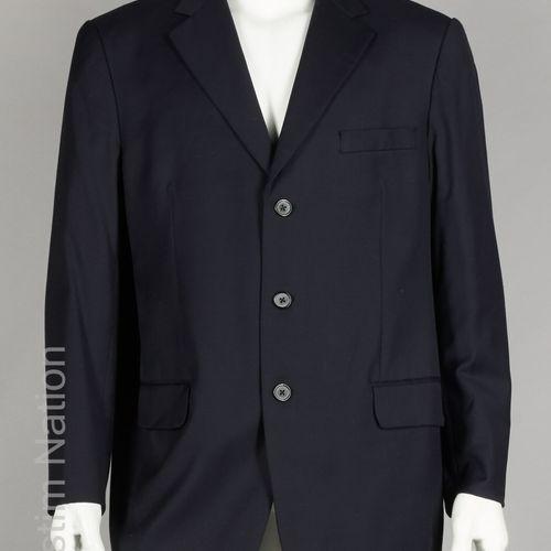 Dana COSTUME en gabardine de laine marine, veste à trois poches, pantalon droit …