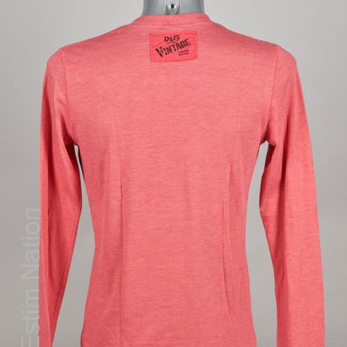D&G DOLCE & GABBANA TEE SHIRT à manches longues en coton rose imprimé (env T S) …