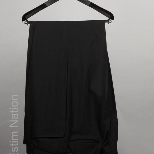 Emporio ARMANI VESTE en laine noire, parementures sur simple boutonnage caché (T…