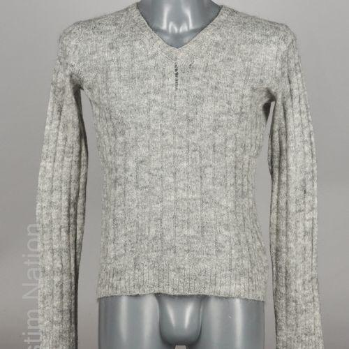 DIOR, FENDI PULL OVER en laine et mohair gris (env T S) (prototype) (mailles éca…