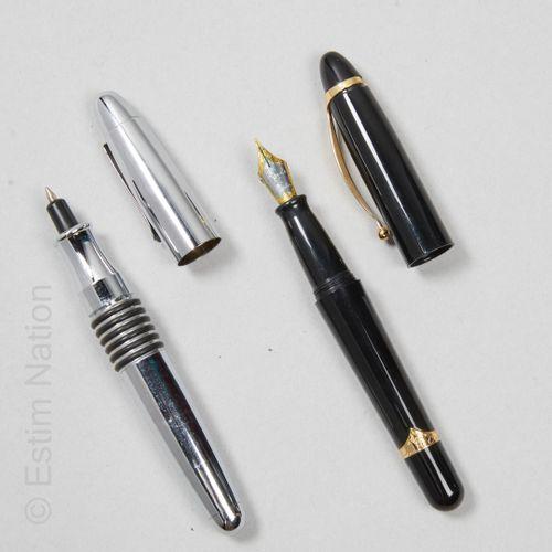 CRICS, ANONYLME PLUME en résine noire et métal doré, ROLLER en métal chromé (mic…