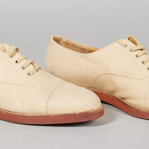 Hermès Vintage PAIRE DE DERBIES en toile beige (P 9 soit env P 43,5) (traces, sa…