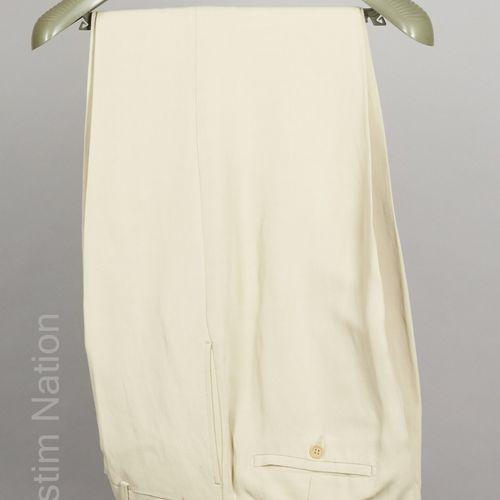 Emporio ARMANI COSTUME en viscose et lin crème façonné de chevrons, veste à troi…