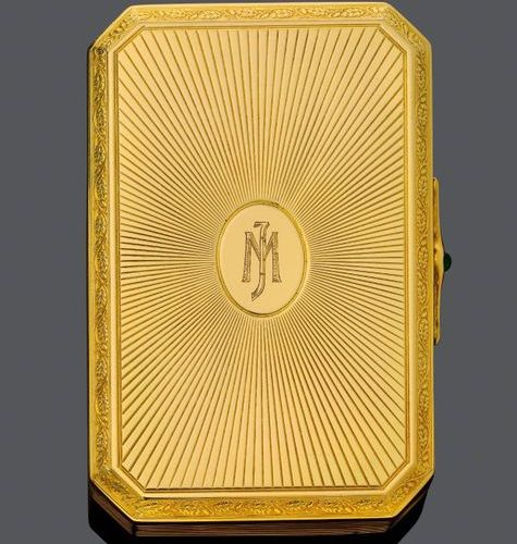 *GOLD, DIAMOND AND EMERALD MINAUDIÈRE, BY CARTIER. Yellow gold 750, incl. Mirror…