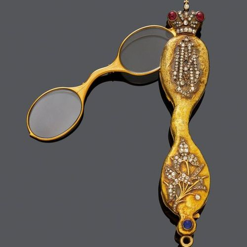 *RUBY, DIAMOND AND GOLD LORGNETTE, St. Petersburg, ca. 1890. Yellow gold 56 Zolo…