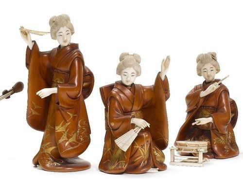 A GROUP OF FIVE FEMALE ENTERTAINERS. Japan, Meiji period, height 12.2 cm to 18 c…