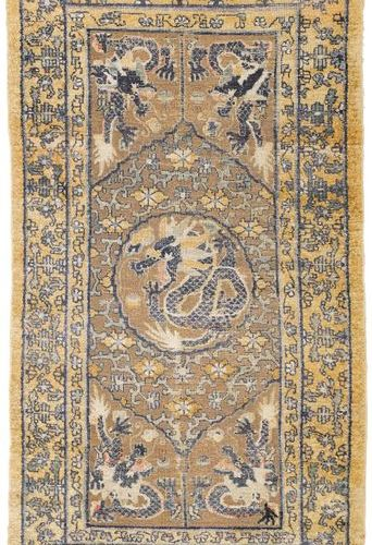 *A SILK AND METAL THREAD PALACE RUG WITH FIVE DRAGONS. China, late 19th century,…