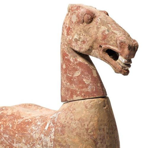A PAINTED POTTERY HORSE TORSO AND HEAD. China, Han dynastie, height ca. 42 cm, l…